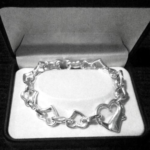 Sterling Silver bracelet Heart links design.