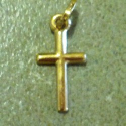 18ct-gold-cross-0.5g-17x8mm-front-cgc-pnd-503-330