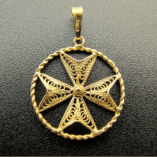9ct gold maltese cross filigree pendant 23cm aloadofball Image collections