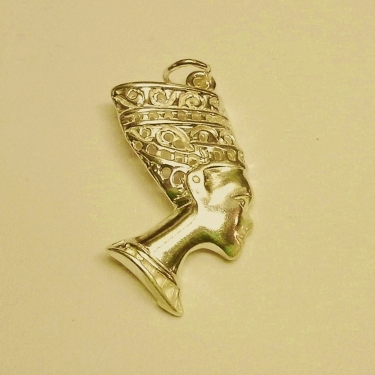 9ct gold egyptian nefertiti pendant mozeypictures Images