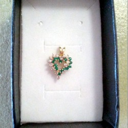 heart-pendant-14ct-gold-emerald-14x1pt-diamond-13x1pt-0.9g-11x11mm-lgc-pnd-20025-530