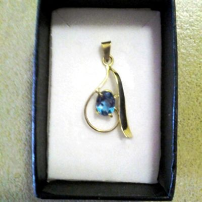 18ct Gold Pendant blue Topaz