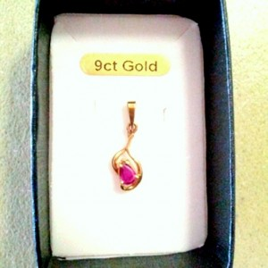 9ct Gold pendant Ruby