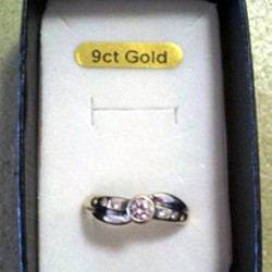 9ct Gold ring zirconia