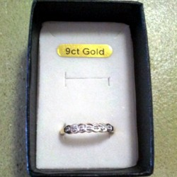 9ct Gold ring Diamonds