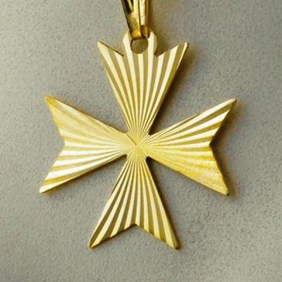 9ct Gold Maltese Cross diamond cut pendant 2.1cm