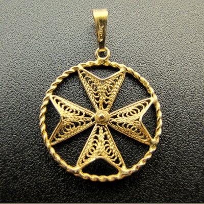 9ct Gold filigree Maltese Cross pendantant