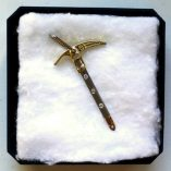 18ct-yellow-white-gold-ice-axe-3xdiamonds-530