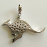 9ct-Australian-kangaroo-pendant-white-gold-back