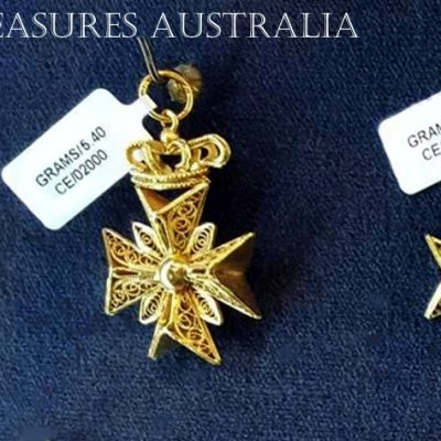 18ct 18kt Gold filigree pendant Heraldic Crown Maltese Cross