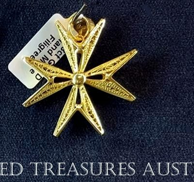 18ct 18kt Gold filigree Maltese Cross pendants