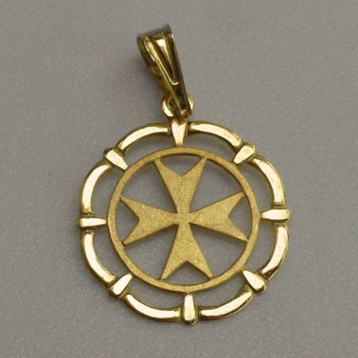 9ct Gold Maltese Cross framed circle pendant 1.7cm