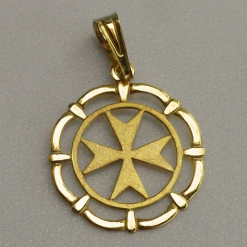 9ct Gold Maltese Cross framed circle pendant 2.1cm