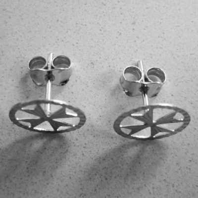 18ct white Gold earrings Maltese Cross circle 8mm