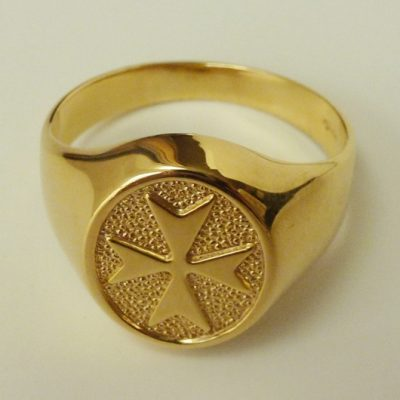 Maltese Cross ring 9ct Gold oval mens