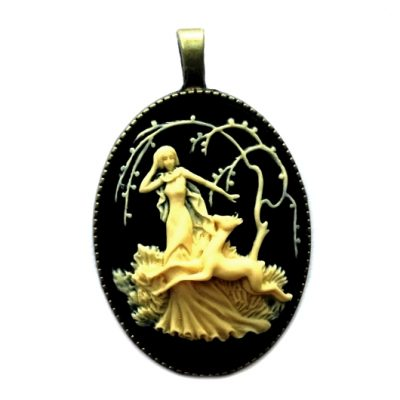 Cameo necklace Girl Fawn ivory black