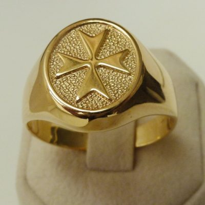 Maltese Cross ring 9ct Gold oval