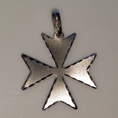 9ct white gold Maltese Cross pendant 2.1cm