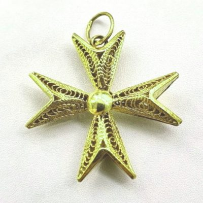 9ct Gold filigree Maltese Cross pendant 2.7cm